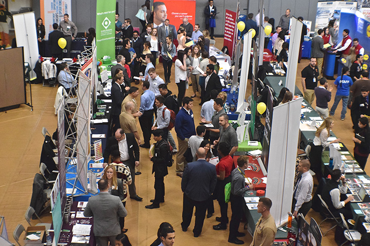 Wide shot of many different booths at the UO career fair.
